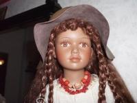 Продаётся фарфоровая интерьерная кукла - мулатка 330 руб