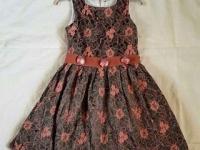 Нарядное платье 130 руб